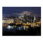 Horizonte de Pittsburgh en la oscuridad Tarjetas Postales