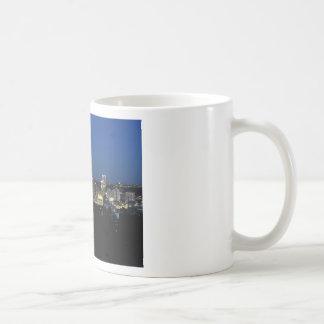 Horizonte de Pittsburgh en la oscuridad Taza De Café