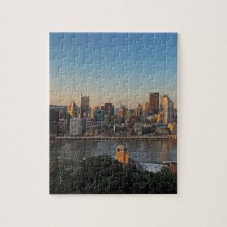 Horizonte de Pittsburgh en la puesta del sol Puzzles