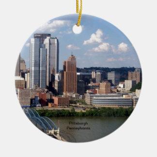 Horizonte de Pittsburgh, Pennsylvania Adorno Navideño Redondo De Cerámica