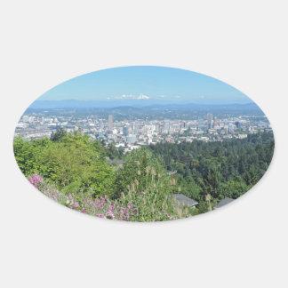 Horizonte de Portland con la capilla del soporte Pegatina Ovalada