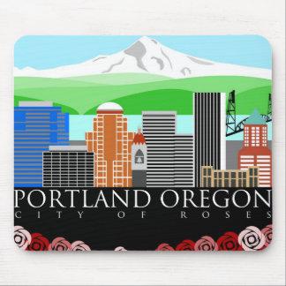 Horizonte de Portland Oregon con la capilla del so Mouse Pad