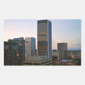Horizonte de Portland Oregon en la oscuridad Pegatina Rectangular