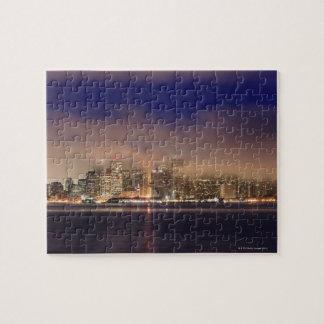 Horizonte de San Francisco en niebla en la noche Puzzle Con Fotos