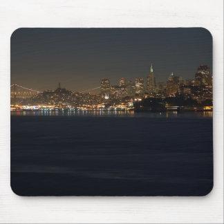 Horizonte de San Francisco visto de enfrente de la Tapetes De Ratón
