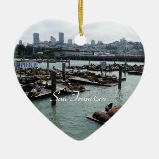 Horizonte de San Francisco y de la ciudad de los Adorno Navideño De Cerámica En Forma De Corazón