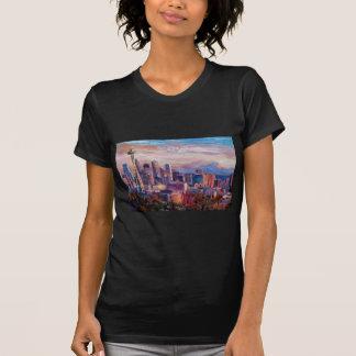 Horizonte de Seattle con la aguja del espacio y Mt Camisetas