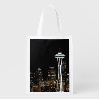Horizonte de Seattle en la noche, con la aguja del Bolsa De La Compra