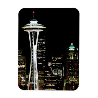 Horizonte de Seattle en la noche, con la aguja del Iman Rectangular