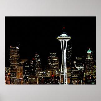 Horizonte de Seattle en la noche, con la aguja del Impresiones