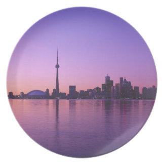Horizonte de Toronto en la noche, Ontario, Canadá Platos Para Fiestas