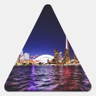 Horizonte de Toronto en la noche Pegatina Triangular