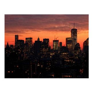 Horizonte del Lower Manhattan en el crepúsculo ci Postales