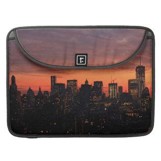 Horizonte del Lower Manhattan en el crepúsculo, Fundas Macbook Pro