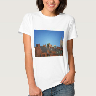 Horizonte del oeste del pueblo y el Empire State Camisas