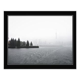 Horizonte del puerto de Toronto en la lluvia Fotografía