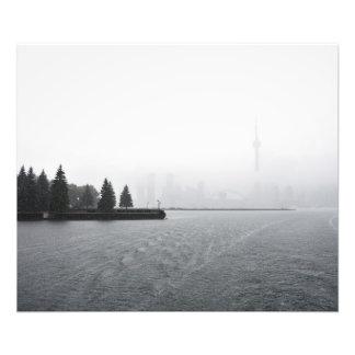 Horizonte del puerto de Toronto en la lluvia Fotografías