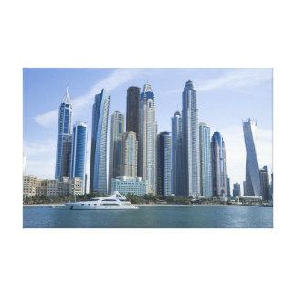 Horizonte del puerto deportivo de Dubai con el yat Impresión En Lienzo