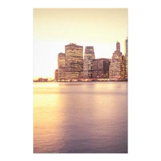 Horizonte del rascacielos - puesta del sol de New  Papeleria