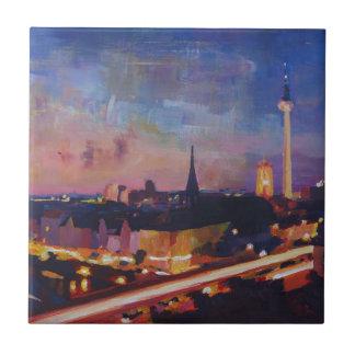 Horizonte iluminado de Berlín en la oscuridad Azulejo Cuadrado Pequeño