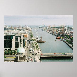 Horizonte Irlanda, río Liffey, IFSC de Dublín Póster