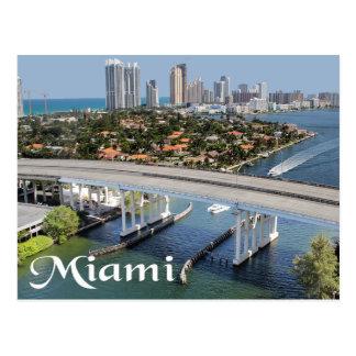 Horizonte y puerto de Miami la Florida en la noche Postales