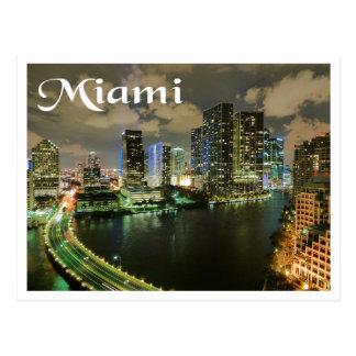 Horizonte y puerto de Miami la Florida en la noche Postal
