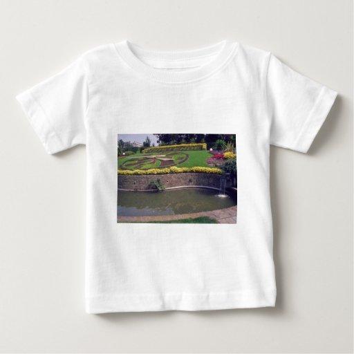 Horloge amarillo Fleurie en las flores de Oostende Tee Shirts