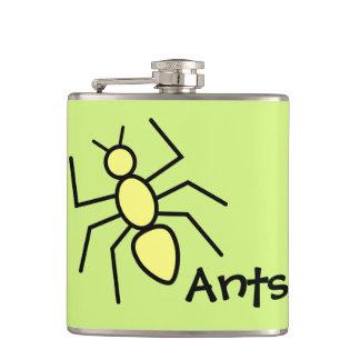 Hormiga amarilla linda del vector (fondo del verde