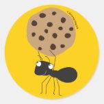 Hormiga con los pegatinas de la galleta