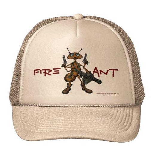 Hormiga de fuego divertida con diseño del gorra de