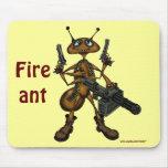Hormiga de fuego divertida con el mousepad del art alfombrillas de ratón