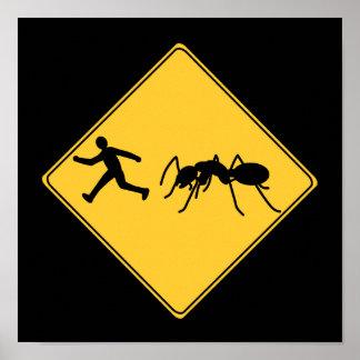 Hormiga del gigante de la muestra de camino impresiones