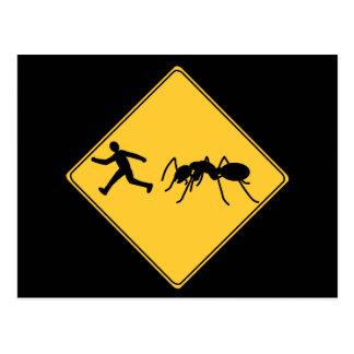 Hormiga del gigante de la muestra de camino postal
