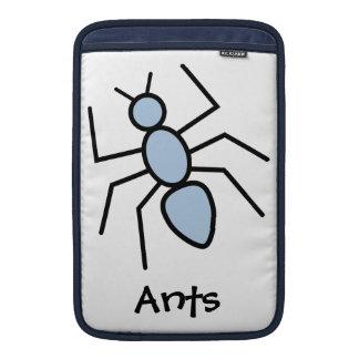 Hormiga del vector del azul de cielo funda macbook air