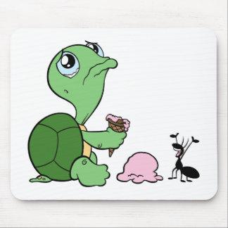 Hormiga feliz de la tortuga triste tapetes de ratón