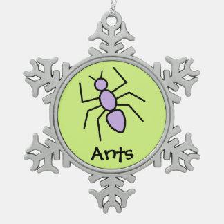Hormiga linda del vector (fondo del verde de hierb adorno de peltre en forma de copo de nieve