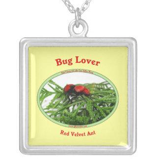 Hormiga roja del terciopelo del amante del insecto colgante cuadrado