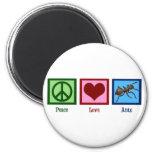 Hormigas del amor de la paz imán de frigorífico