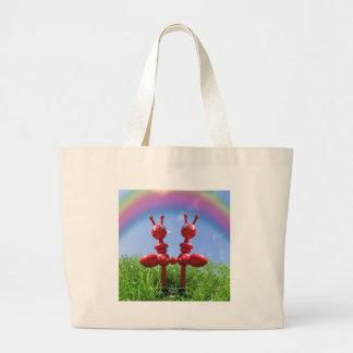 Hormigas en la hierba bolsa