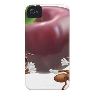 Hormigas que llevan una manzana grande Case-Mate iPhone 4 cárcasa