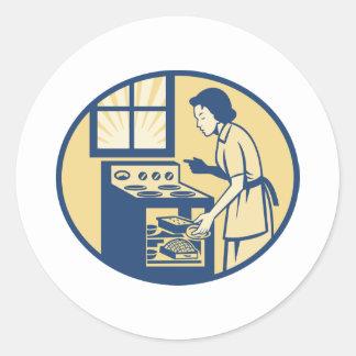 Hornada del panadero del ama de casa en la estufa etiquetas redondas