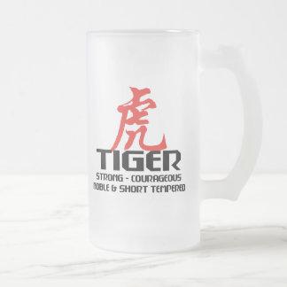 Horóscopo chino del año del nacimiento del tigre jarra de cerveza esmerilada