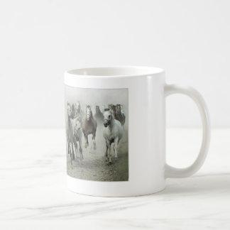 HORSE DESIGN CLASSIC WHITE COFFEE MUG