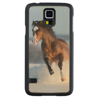 Horse running across the field in winter carved maple galaxy s5 case