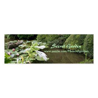 Hosta en un jardín del zen