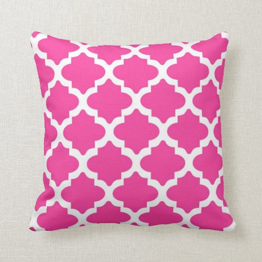 hot pink and white quatrefoil throw pillow zazzle. Black Bedroom Furniture Sets. Home Design Ideas