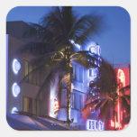 Hotel de neón en la noche, impulsión del océano, pegatina cuadrada