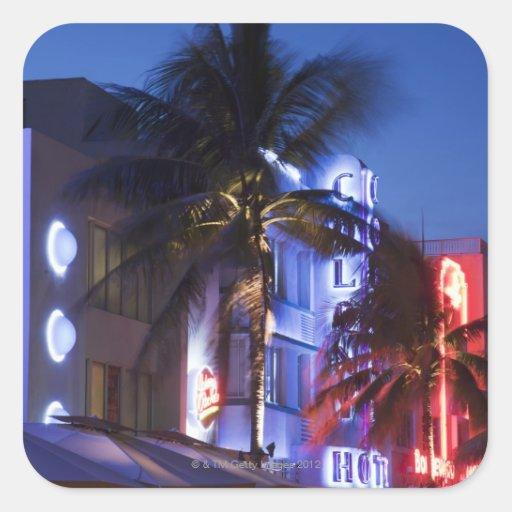 Hotel de neón en la noche, impulsión del océano, pegatinas cuadradases personalizadas