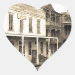 Hotel del pueblo fantasma del vintage calcomanía de corazón